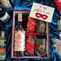 Valentine's Gift Box - Banrock Station Rose With Summer Berries